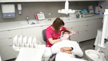 <span>dr n. med. Piotr Chomik</span> Higienizacja Dentico Gdańsk gotdsc01461 3